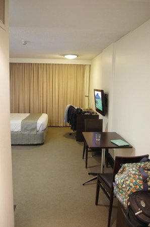 St Ives Apartments: Room