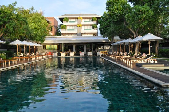 Rest Detail Hotel Hua Hin: Back to the ocean, facing pool and hotel