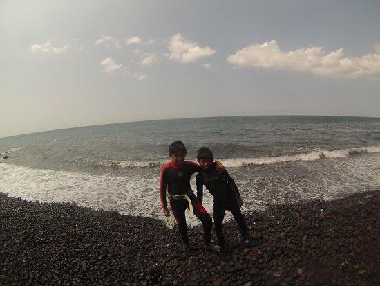 AquaMarine Diving - Bali: Both boys on Tulamben shore