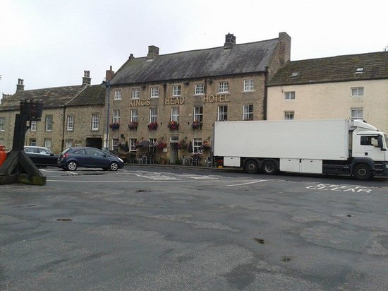 Kings Head Hotel Masham: another view of front of hotel