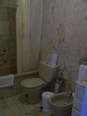 Apartamentos Casablanca: Cuarto de baño