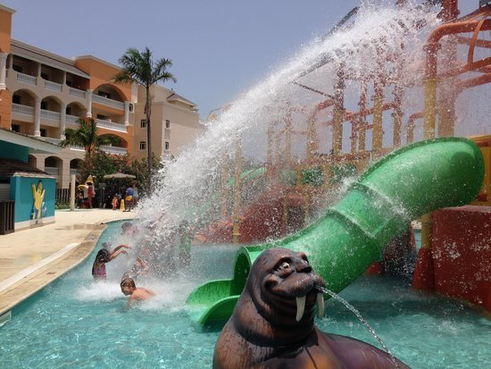 Iberostar Rose Hall Suites: Water park