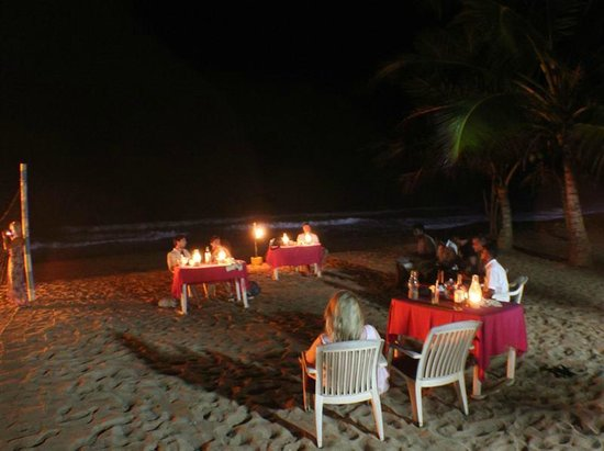 Oasey Beach Hotel: Candlelit Dinner on the Beach