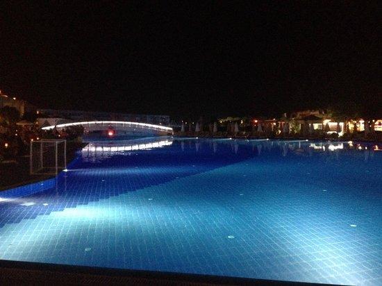 Titanic Deluxe: Night view