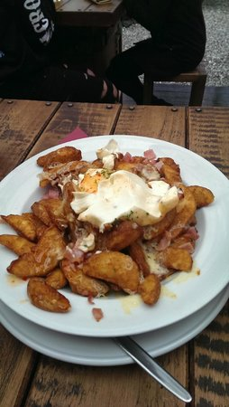 Cardrona Hotel: Gourmet Wedges with bacon, cheese and sour cream delicious!!!!