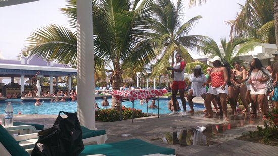 """Hotel Riu Montego Bay: """"dance lessons"""" with, on no FOR the entertainment"""