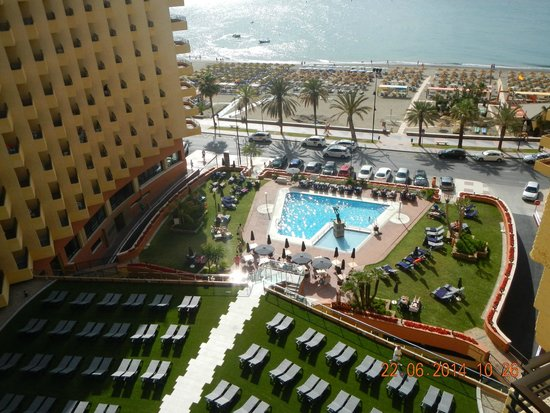 Melia Costa del Sol : Pool and beach in front of the hotel