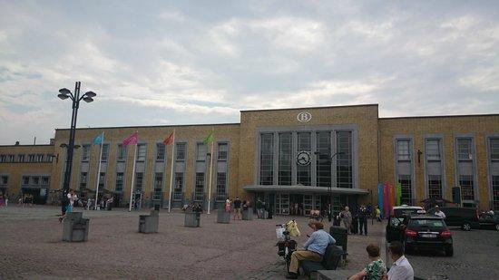 Station Brugge : Bahnhofsgebäude