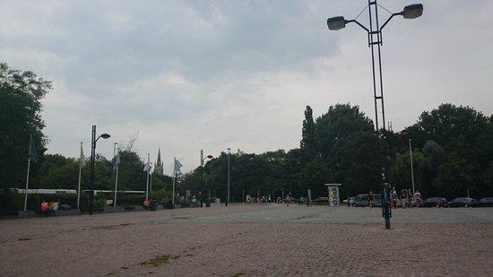 Station Brugge : Vorplatz des Bahnhofes Richtung Innnenstadt