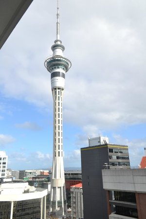 Barclay Suites Auckland: the skytower