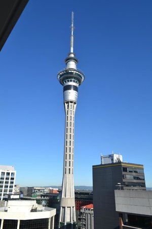 Barclay Suites Auckland: skytower view from room