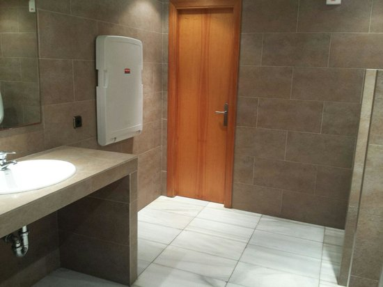 Alua Palmanova Bay (ex Intertur): Clean pool toilets with baby changing