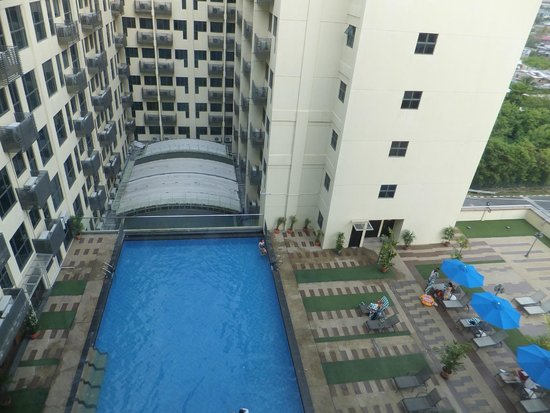 Ming Garden Hotel & Residences: Scenic view of the swimming pool and town area