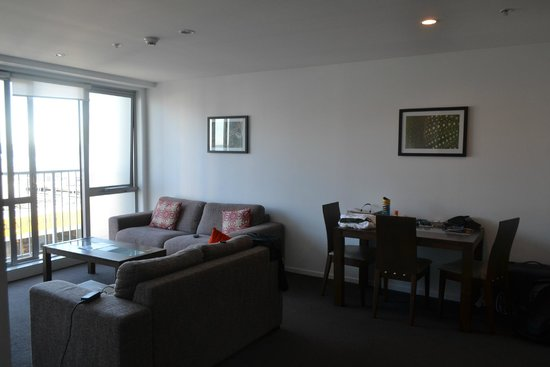 Barclay Suites Auckland: the living lounge