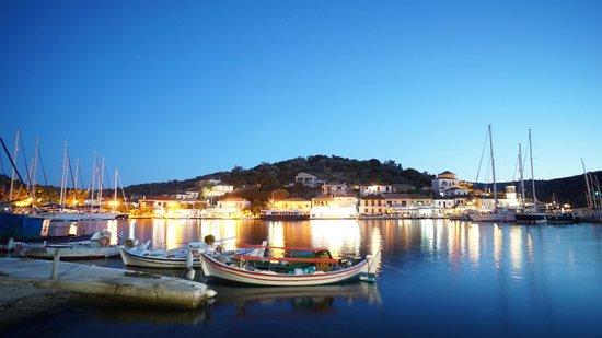 Esperides Resort Hotel: Vathi Port