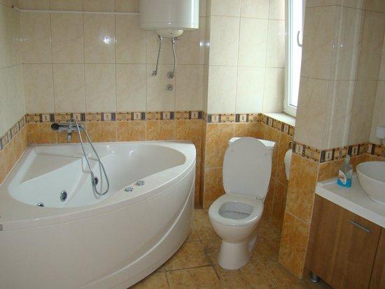 Hostel Iguana: bathroom