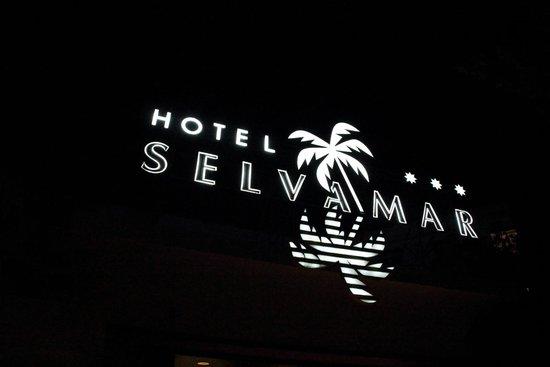 Hotel Marina Sand: входная вывеска