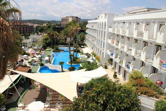 Hotel Marina Sand: большой бассейн, большая территория самого отеля