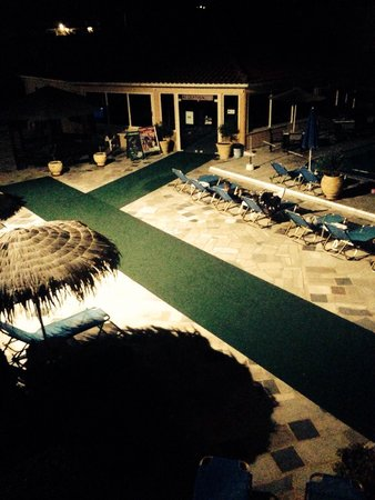 Paradise Apartments & Studios: View from room 209 at night