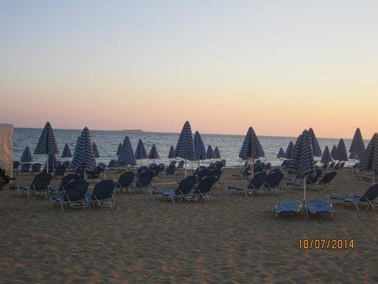 Aquis Sandy Beach Resort: plaża