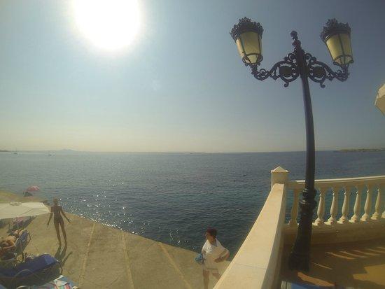 Europe Playa Marina: Вид на море около бассейна
