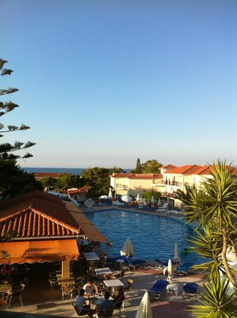 Katerina Palace Hotel: Pool view from bar
