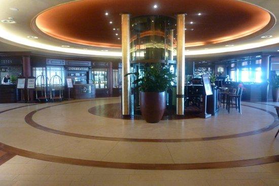Yachthafenresidenz Hohe Düne: Hotel lobby