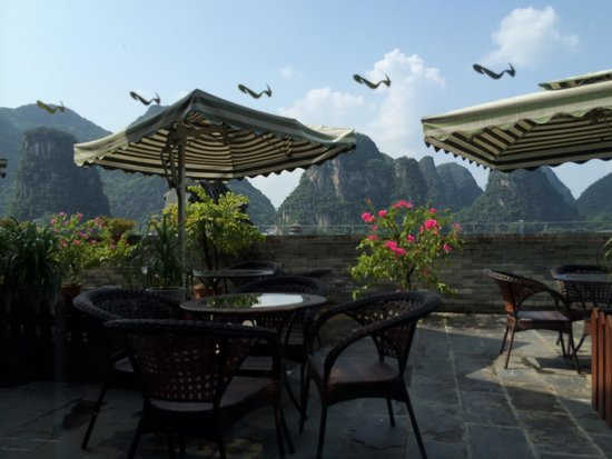 Yangshuo Elite Garden Hotel: Stunning view from the 6th floor bar. Amazing.
