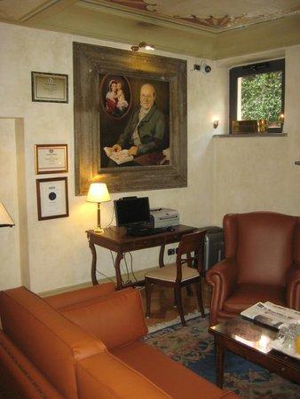 Hotel Aventino: the lobby ...