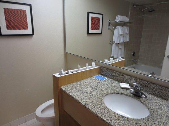 The Domain Hotel: Bathroom