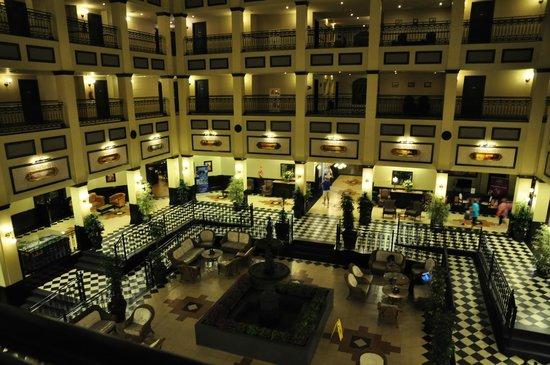 PortAventura Hotel Gold River: Вход в номер вот с такого балкона