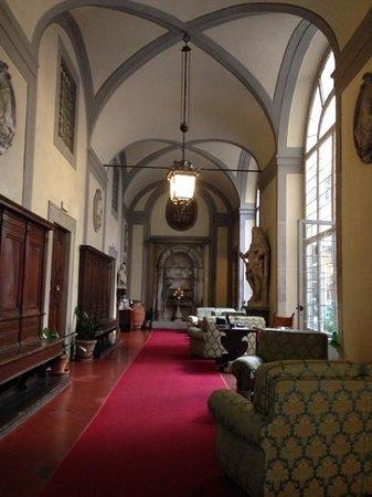 Palazzo Magnani Feroni: Majestic lobby entrance