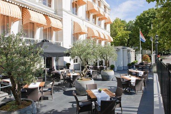 Carlton Ambassador Hotel: Terrace