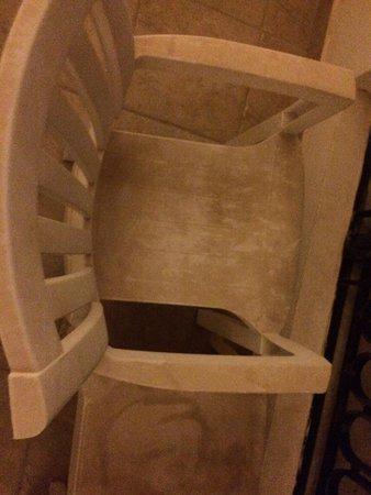 Tiran Island Hotel: Такая мебель на балконах в номерах