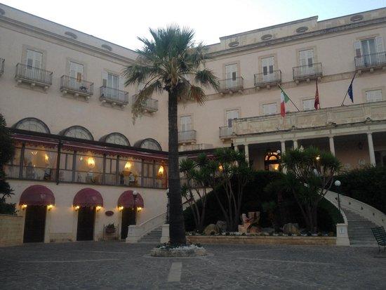 Grand Hotel Villa Politi: Ingresso principale