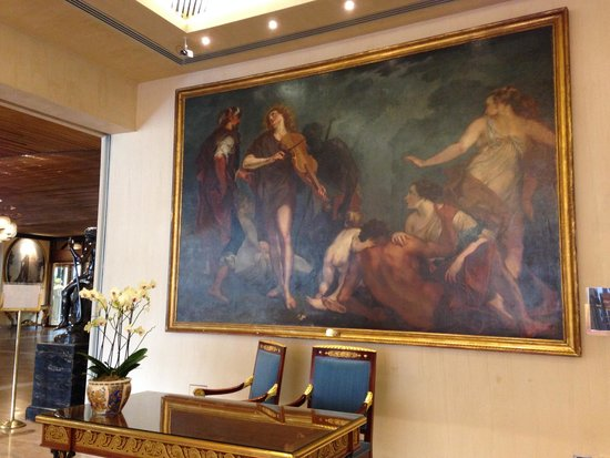 Rome Cavalieri, Waldorf Astoria Hotels & Resorts : Gorgeous art inside lobby