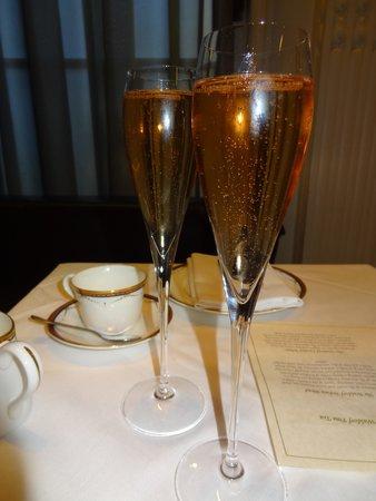 The Waldorf Hilton London: Pink champagne