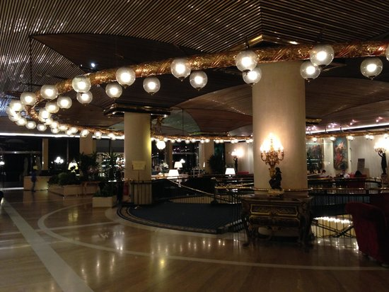 Rome Cavalieri, Waldorf Astoria Hotels & Resorts : Lobby view