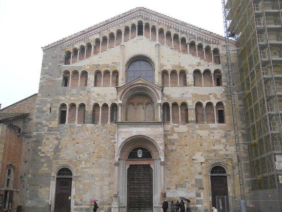 Cattedrale di Parma: La facciata