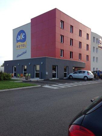ACE Hôtel Roanne-Mably : Vue extérieure