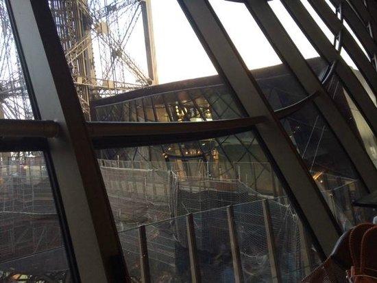 58 Tour Eiffel : Voici ce que l'on presente comme une vue panoramique sur Paris