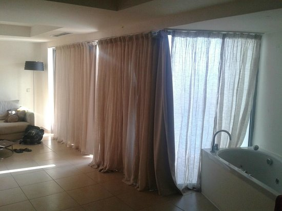 Sentido Ixian Grand : not enough curtains to cover the light