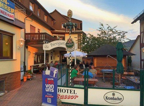 Hotel Sassor: Gastgarten