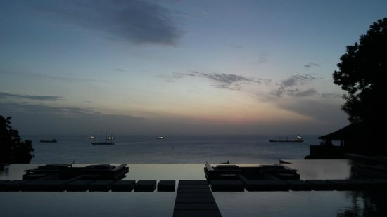 Sri Panwa Phuket Luxury Pool Villa Hotel: waiting for sunrise at Baba Pool Club
