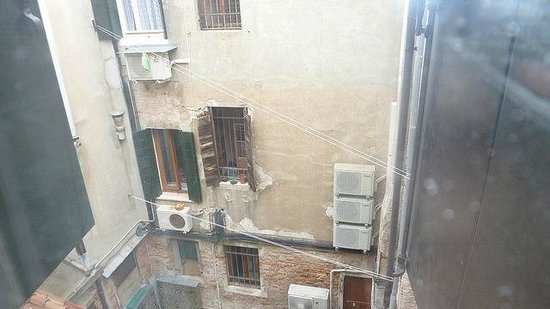 Casa Nicolo Priuli : This was my view of the canal