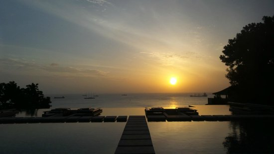 Sri Panwa Phuket Luxury Pool Villa Hotel: Sunrise from Baba Pool club