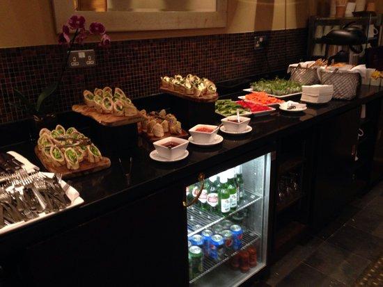 London Heathrow Marriott Hotel: Concierge lounge