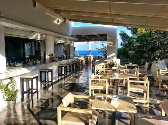 Kakkos Bay Hotel : Bar w hotelu