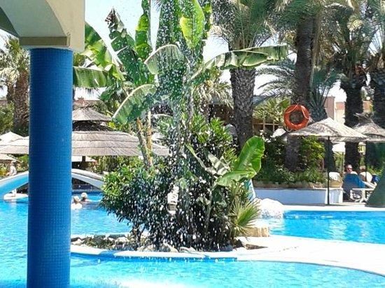 Atrium Palace Thalasso Spa Resort & Villas: Вид из ресторана на бассейн