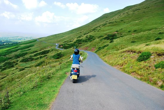 Wye Valley Canoes: Cruising the black mountains on a Vespa 1